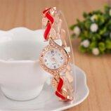 Наручные женские часы с золотистым ремешком код 334