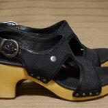 Очень красивые открытые кожаные босоножки на деревянной подошве UGG 37 1/2 23,5 см.