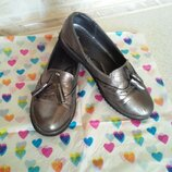 Кожанные туфли на девочку.