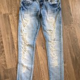 джинсы женские рваные Размер s . Джинси жіночі , джинси рвані