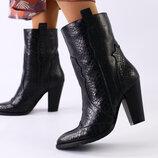 Демисезонные черные женские кожаные ботинки на каблуках Вт559208Д