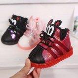 Крутые ботинки на меху с прорезиненным носком и светящейся подошвой