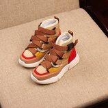 Очень стильные качественные и удобные демисезонные кроссовки