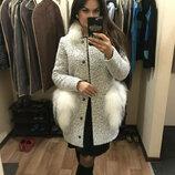 Модное пальто-букле с натуральным съёмным мехом