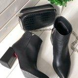 Демисезонные черные женские кожаные ботинки на каблуке Вт556198Д