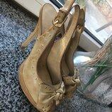 Красивые бежевые босоножки на каблуку Blossem 35 размер