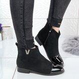 Женские замшевые ботинки V