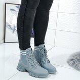 Женские высокие стильные ботинки