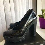 Кожаные туфли лаковые Molly Bessa