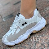 Женские кроссовки белые с серыми вставками замшевые на платформе