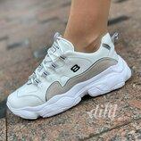 Женские кроссовки белые с серыми вставками замшевые на толстой подошве