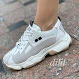Женские кроссовки бежевые с серыми вставками замшевые на толстой подошве