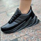 Женские кроссовки черные с замшевыми вставками на платформе