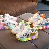Стильные и яркие Лэд кроссовки