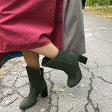 Демисезонные зеленые женские ботинки из нубука на каблуке Вт990028Д