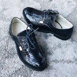 Детские нарядные туфли лак синие в наличии