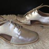 Clarks туфлі шкіра срібні 40 р по ст 26 см ширина 8.5 см стан на фото
