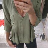 Стильная вискозная блуза оверсайз оливкового цвета