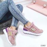 Женские замшевые кроссовки New Balance пудра