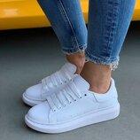 Женские белые кроссовки с белой пяткой alexander mcqueen