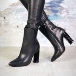 Код 5967 Великолепные ботинки Veronia с оригинальным каблуком. Натуральная кожа, внутри байка. Полно