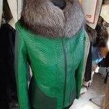 Куртка из натуральной кожи питона с воротником в наличии