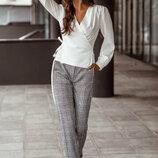 Серые клетчатые брюки