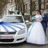 Прикраса для весільної машини.