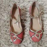 Очень красивые туфельки из нат. замши andre