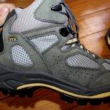 39,5 разм. Термо ботинки Vasque gore - tex. Кожа высокого качества. Состояние новых Длина по внутре
