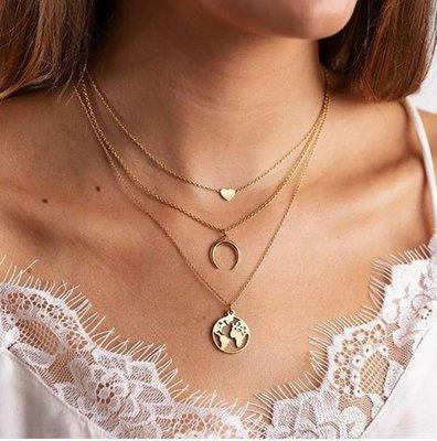 Тройная цепочка с подвесками сердце, полумесяц, карта мира золотистого цвета