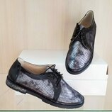 Кожаные женские туфли с перфорацией на шнурках низкий каблук натуральная кожа черные, графит