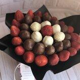 Заказать необычный букет из клубники в шоколаде с доставкой по Киеву Доставка курьерская по Киеву