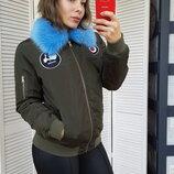 Куртка Бомбер хаки с голубым меховым воротником