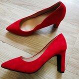 Красные туфли лодочки на толстом каблуке из эко -замши