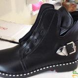Стильные модные ботинки