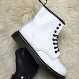 Белые демисезонные ботинки унисекс Dr Martens 1460 White Термо .