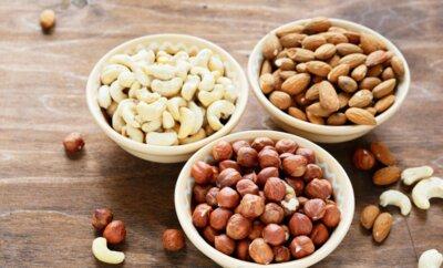 Ассорти сырых орехов миндаль, кешью, фундук, грецкий орех