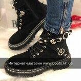 Женские кожаные ботинки на шнуровке с заклепками