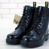 Черные женские зимние ботинки с мехом dr martens