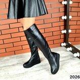 Женские натуральные замшевые кожаные зимние чёрные сапоги ботфорты на платформе танкетке