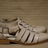 Достойные открытые формальные кожаные туфли цвета топленого молока Clarks Narrative Англия 38 р.