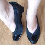 Красивые туфли 37 размер лаковые
