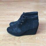 Кожаные ботинки Toms Сша 36 размера в состоянии новых