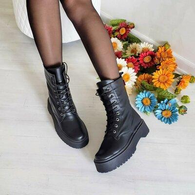 Ботинки мартинсы на шнуровке из кожи и замши