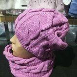 Комплект женская вязаная сиреневая шапка и снуд узор косичка