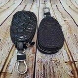 Брелок для ключей авто из кожи крокодила.
