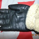 Кожаная фирменная утепленная перчатка .