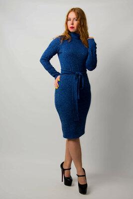 Платье гольф трикотажное из ангоры с поясом от бренда Adele Leroy.