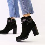 Женские демисезонные кожаные ботинки на каблуке